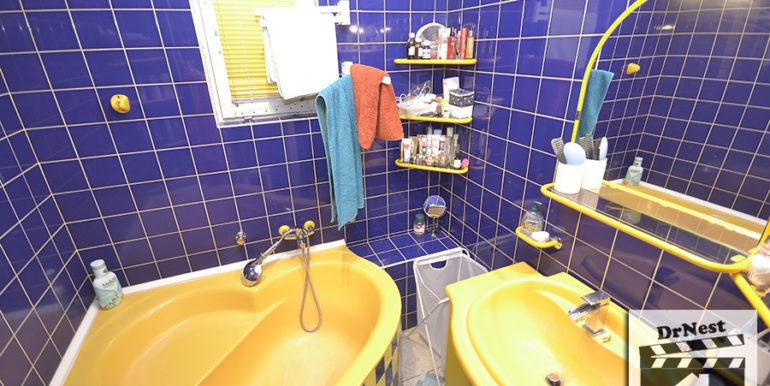 emeleti fürdő, wc külön van